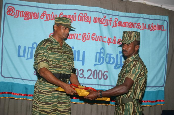 Sasikumar presenting awards