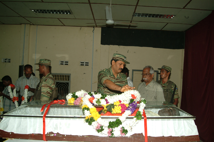 Head of LTTE Intelligence Division, Poddu Ammaan, garlanding the remains of Sivanesan MP