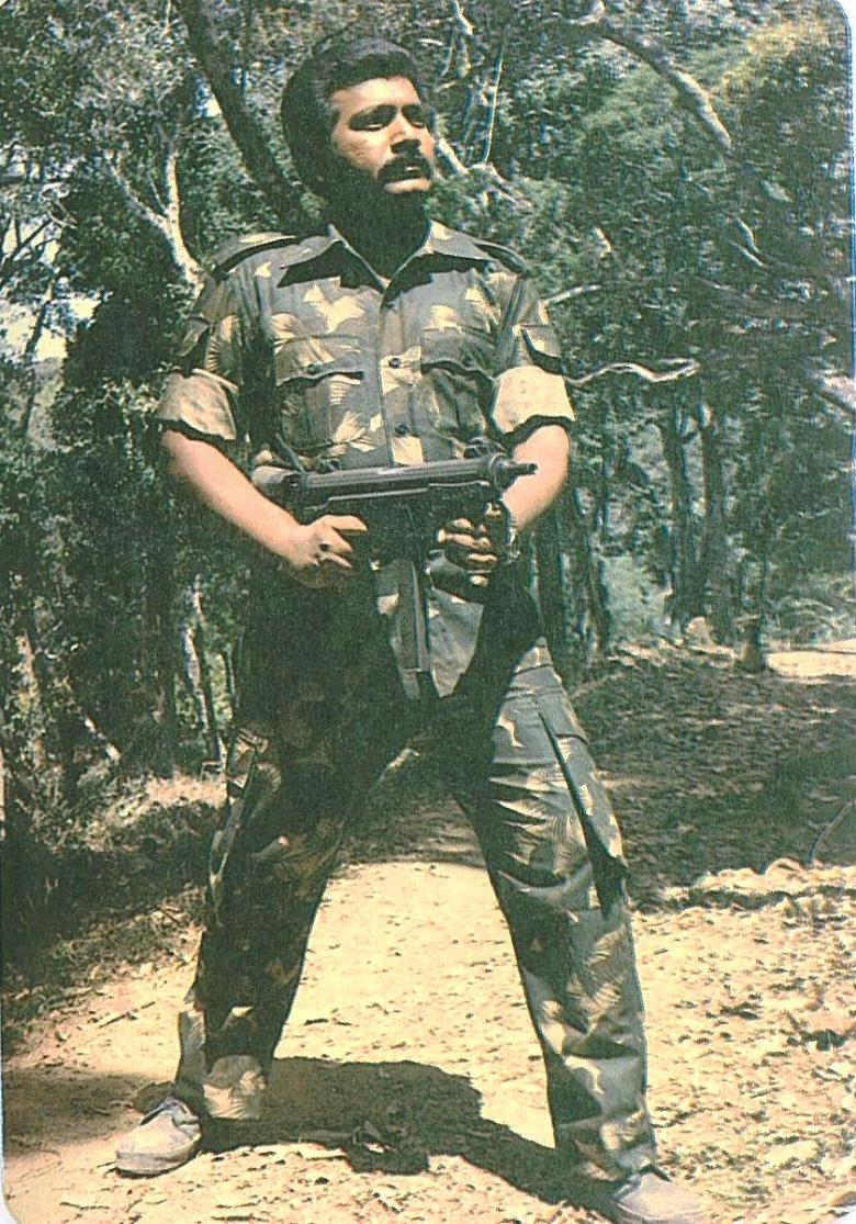 pirapaharan_in_1984_with_gun